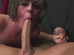 Milf Isabel Ice deepthroats a long cock