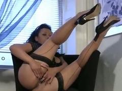 Bigtit milf in stockings rubs her mature muff
